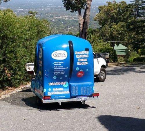 mobile dog wash trailer, Blue Wheelers mobile dog wash trailer, Blue Wheelers mobile dog grooming trailer, big blue dog ,grooming salon, mobile grooming salon, blue dog, dog trailer, mobile dog grooming salon