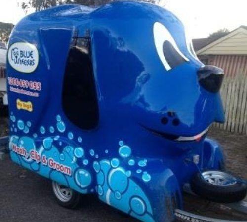 Blue Wheelers mobile grooming salon, blue dog, big blue dog, blue dog trailer, dog grooming salon, blue wheeler salon,Wheelers mobile dog wash trailer, Blue Wheelers mobile dog grooming trailer, big blue dog