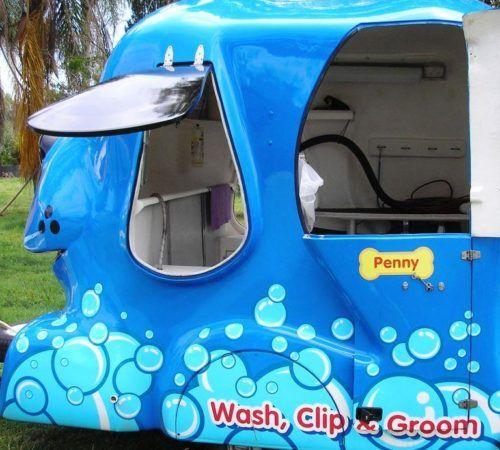 mobile dog groomer, mobile dog wash trailer, Blue Wheelers mobile dog wash trailer, Blue Wheelers mobile dog grooming trailer, big blue dog , grooming salon, mobile grooming salon, blue dog, dog trailer, mobile dog grooming salon